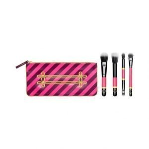 Mac Nutcracker Sweet / Mineralize Brush Kit Sivellinsetti