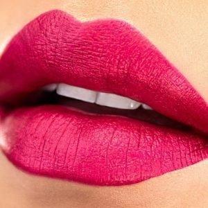 Milani Amore Matte Metallic Lip Crème Huulipuna Mattely In Love